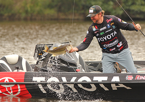 Arey Offers 3 Tips to Becoming A better Vibrating Jig Angler
